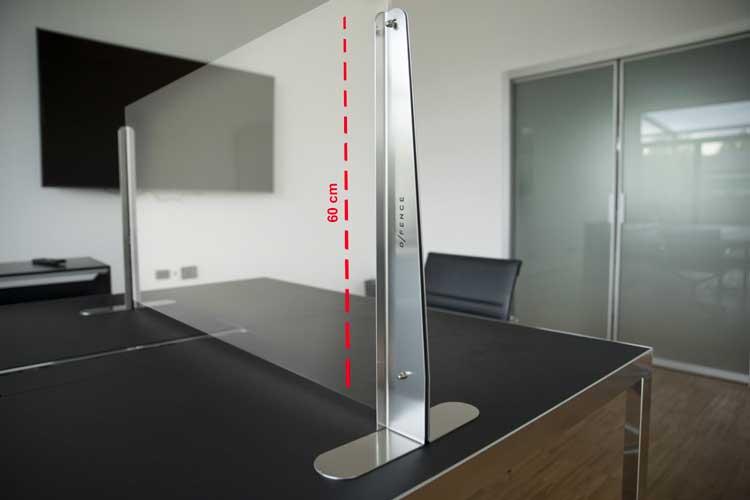 Misure anti-Covid: i pannelli di vetro che separano le postazioni di lavoro sulle scrivanie a Coworking Milano Bicocca16